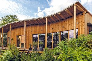 Pro život na venkově si vybrali pasivní dřevostavbu