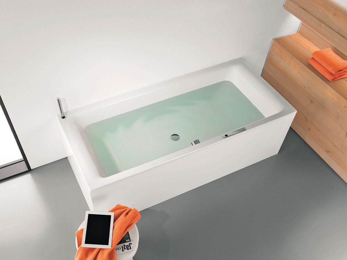 Zvukový systém Sound Wave je vybaven přijímačem, který dokáže přehrávat zvukové soubory ze smartphonu, počítače, tabletu nebo z každého jiného přístroje podporujícího Bluetooth. Vana přitom funguje jako rezonanční těleso a vytváří neobyčejný zvuk, ať již s vodou nebo bez vody.