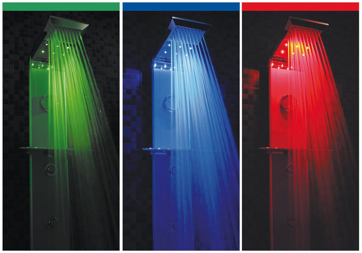 I některé sprchové panely nabízejí chromoterapii. U modelu Prisma 140 od výrobce Sanjet funguje bez přívodu elektrické energie s vestavěnou baterii, která na jedno nabití vydrží až půl roku.