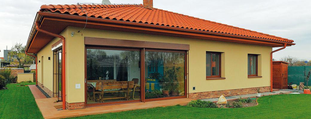 Postavili si bungalov a bydlí levněji než v bytě