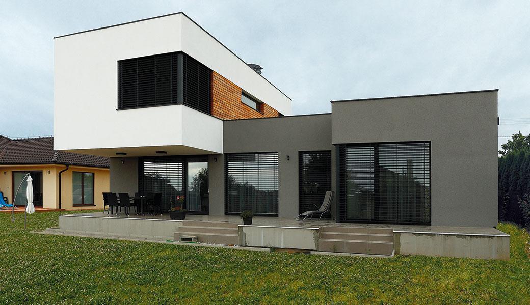 Chtěli moderní dům, který se jim bude líbit i po letech