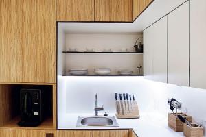 Všechny freedomky mají jednoduchou, logickou dispozici, jejímž centrem je obývací pokoj skuchyňským koutem apřímým vstupem na terasu. FOTO FREEDOMKY S. R. O.