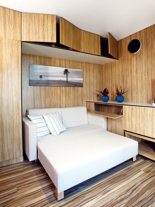 Vnitřní prostor zorganizoval architekt Marek Jan Štěpán jednoduše aprakticky ajeho vybavení promyslel do posledního detailu. FOTO FREEDOMKY S. R. O.
