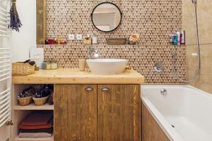 Koupelnová proměna, která vzešla z manželského kompromisu