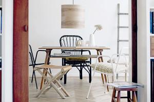 Když bílá barva umocní přirozenou krásu dřeva v interiéru