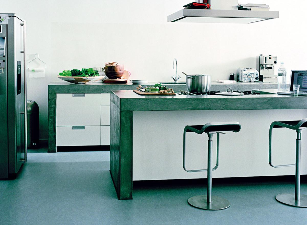 Přírodní linoleum neboli marmoleum je přírodní podlahová krytina svšestranným použitím. Vyrábí se zkorkové drtě, lněného oleje apřírodní pryskyřice, podklad tvoří jutová tkanina. FOTO: KPP