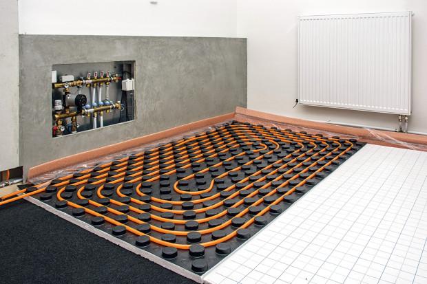 Sálavý systém gabotherm pro teplovodní vytápění využívá polybutenové trubky, které jsou pružnější a ohebnější než ostatní materiály, mají kyslíkovou bariéru. Výhodou je rychlá pokládka, dlouhá životnost, odolnost proti usazeninám. FOTO WOLF