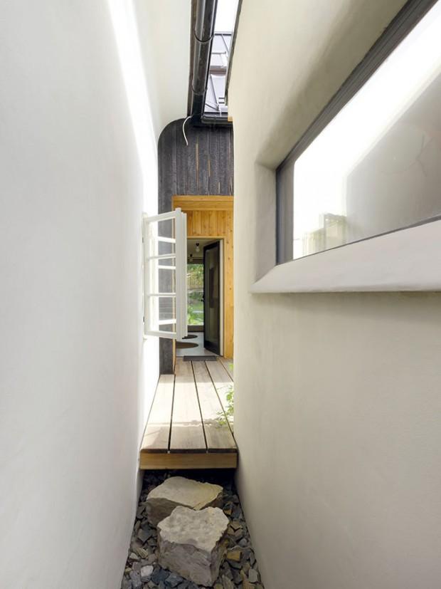 Práce s prostorem je hravá, a tak tu mohla vzniknout rozmanitá zákoutí. FOTO DAVID MAŠTÁLKA (A1 ARCHITECTS)