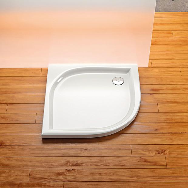 Sprchové kouty se těší velké oblibě asvé pevné místo vkoupelnách získaly nejen pro svou praktičnost, ale imnožství dalších doplňkových funkcí.