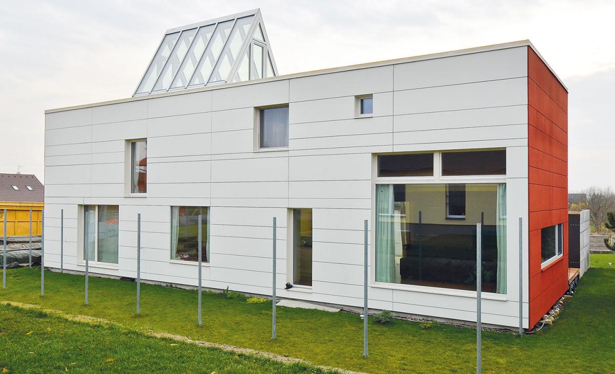 Nízkoenergetický rodinný dům ze systému d3D vKostelci nad Labem sodvětranou fasádou. foto: d3d
