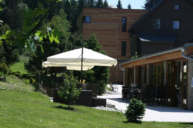 Restaurace se zimní zahradou.