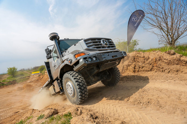 Partner akce Mercedes-Benz a jeho stroje v akci