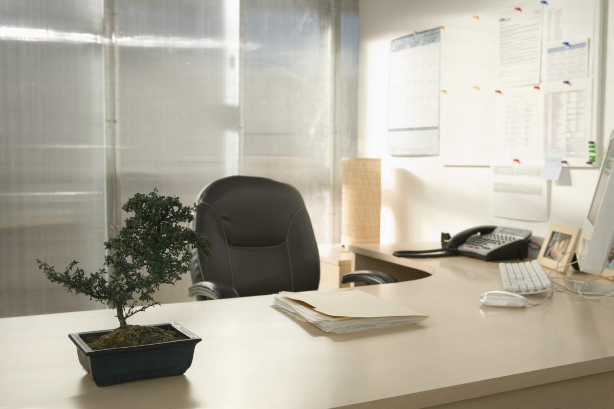 kancelářsky stůl