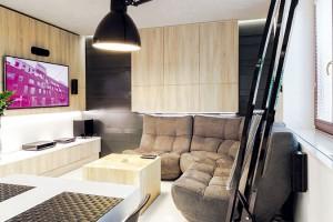 """K harmonickému dojmu z bytu přispívá i nábytek se stejným designem vyrobený na míru """"Horizontální linie pokračují ve stejné výšce od kuchyňské linky přes stěnu s televizorem až na závěsnou skříňku na protější stěně,"""" poukazuje architekt Hudák. FOTO DANO VESELSKÝ"""