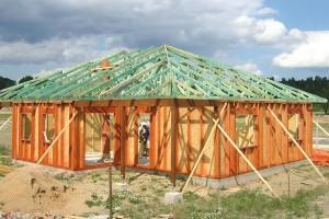Dřevostavby stavěné systémem two by four mají jednoduchou, ale stabilní apevnou konstrukci. FOTO PENATUS