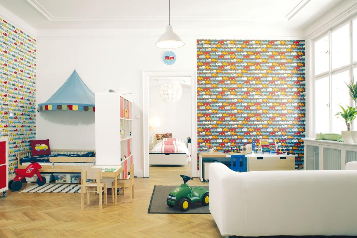 """Pohled zobýváku do dětského pokoje. Všichni tu mají dostatek """"životního prostoru"""". Obrovské otevřené místnosti si nejvíc užívá syn Bruno – jezdí tu na odrážedlu jako pozávodním okruhu. FOTO ROBERT ŽÁKOVIČ"""