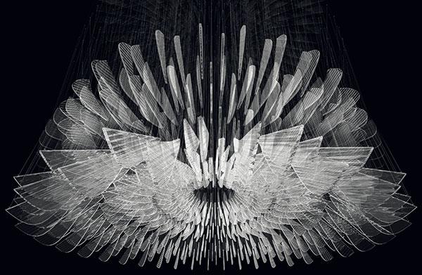 """Český, ale světový výrobce Lasvit měl možná nejzajímavější """"stánek"""" ze všech vystavovatelů. Jeho hlavní atrakcí byla světelná instalace Supernova – kinetický lustr, který mění svůj tvar vreakci na pohyb návštěvníka. Autorka Petra Krausová pracovala zejména sručně foukaným sklem. Domů si to asi nepořídíte, ale jako atrakce – dokonalé. FOTO LASVIT"""