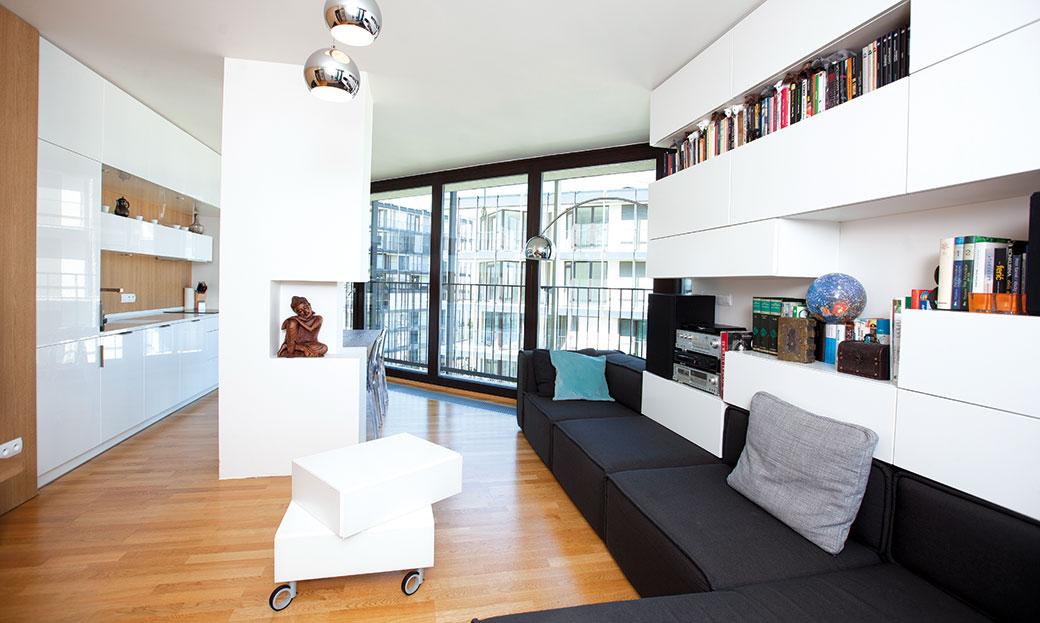 Funkční a jednoduchý byt pro mladou rodinu s dítětem
