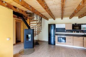 Centrem dispozice je otevřený prostor obývacího pokoje spojeného s jídelnou a kuchyní. FOTO DANO VESELSKÝ