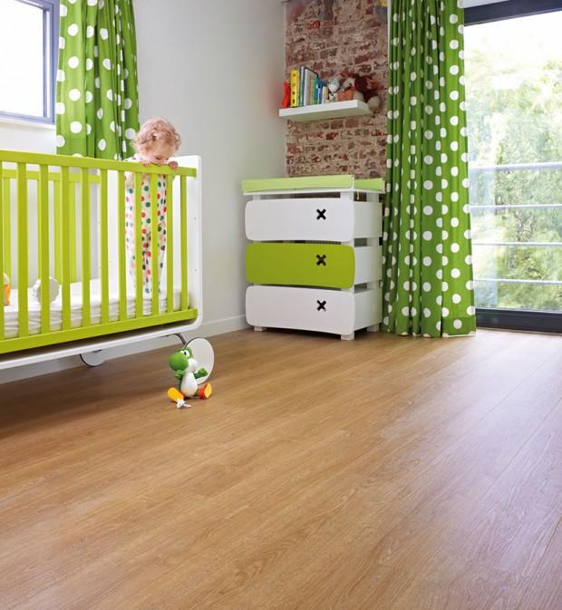 K vinylovým podlahám bývají k dispozici lišty, sokly a vnější rohy v různých barvách a dekorech. Můžete je sladit se stěnou nebo s podlahou.