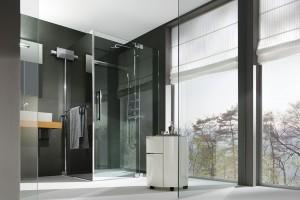 Vana jako luxus. Sprchový kout má v řešení hygienického zázemí před vanou jednoznačně navrch. Čistý vzhled a snadná manipulace nejsou jediné přednosti sprchového koutu Piana Flex. FOTO P.M.H.