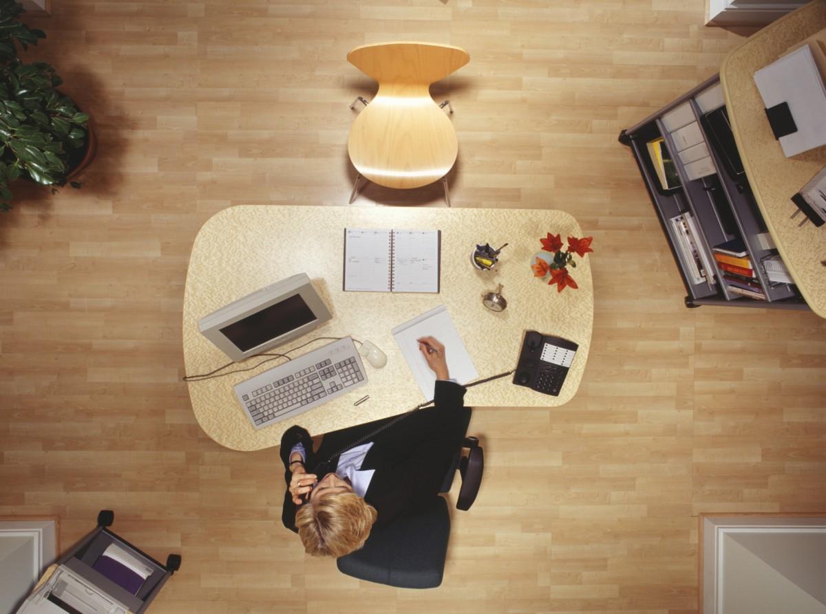 Kancelářský nábytek doma