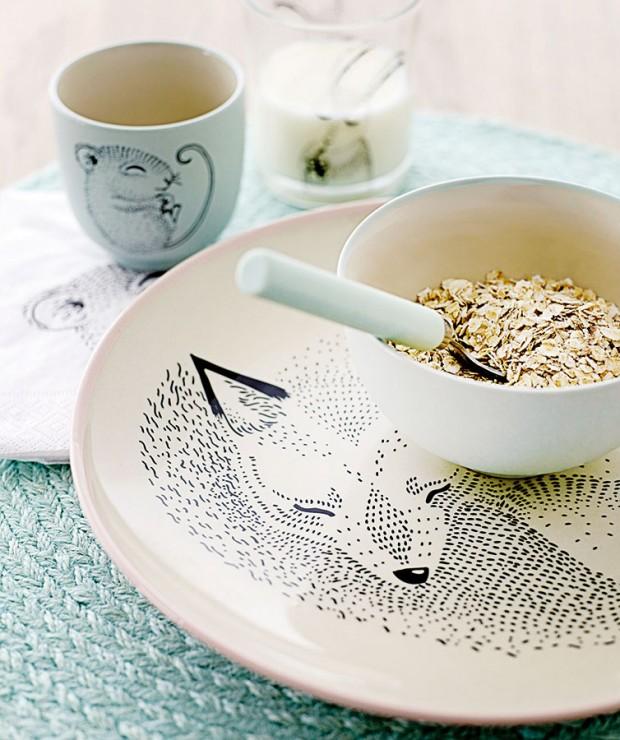 Jemný vzor na nádobí je dovolen. Drobná kaligrafie, kvítka či grafiky dávají vyniknout všem barvám pokrmu anijak neruší výsledný dojem zjídla. FOTO BLOOMINGVILLE