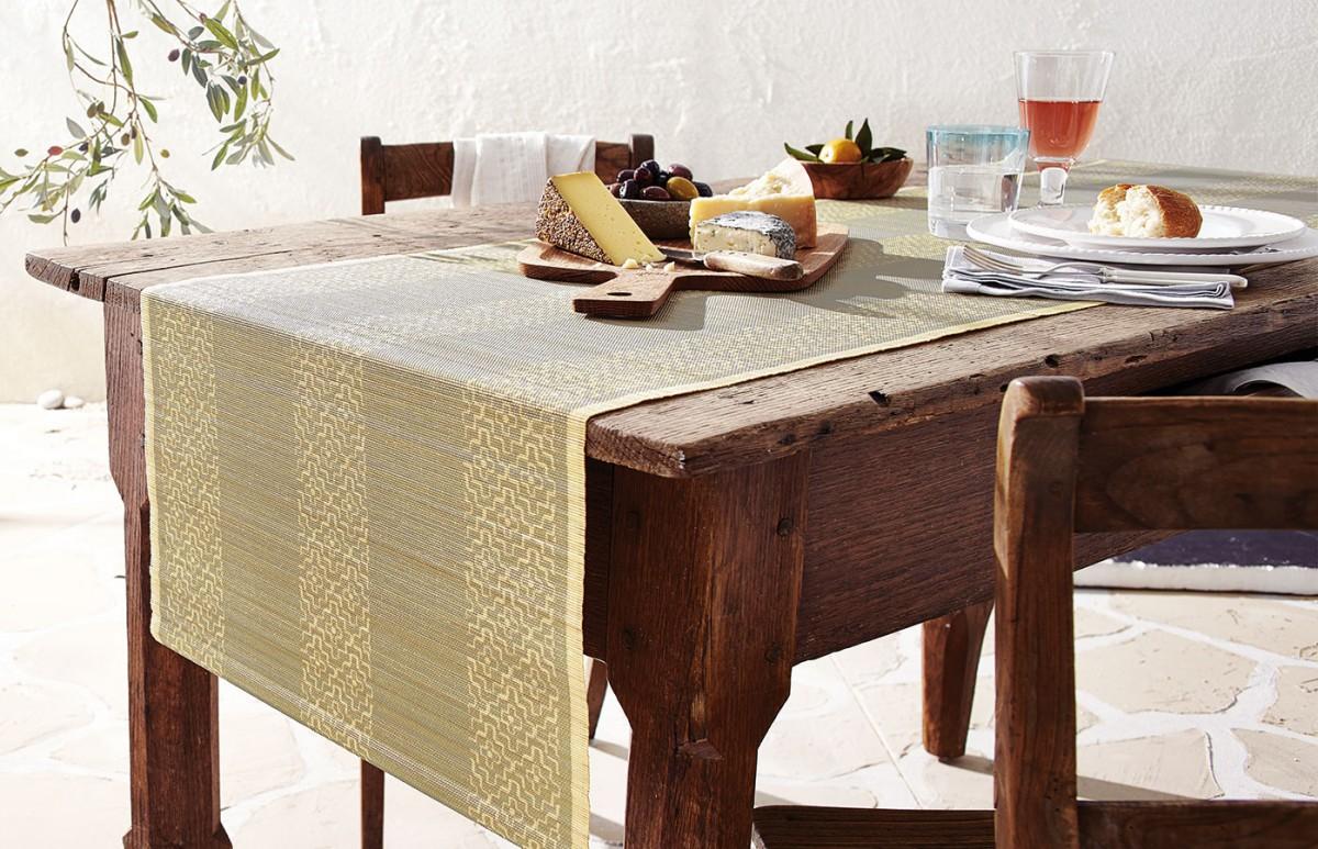 Rustikální styl můžete pojmout třeba ive středomořském duchu. Perfektní pro servírování italských nebo řeckých specialit, sýrů, oliv atapas. FOTO TCHIBO