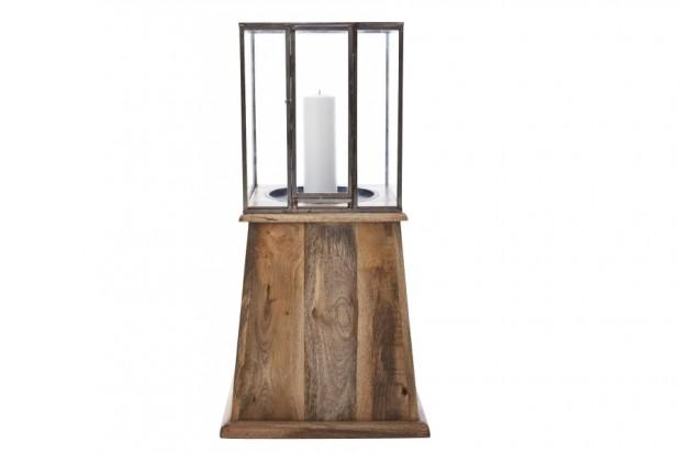 Svícen Bella od značky Norr11, mangové dřevo, sklo, 45 × 88 × 45 cm, www.designpropaganda.com, 7 667 Kč