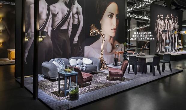 """Nečekané uvítání"""" (""""The Unexpected Welcome). To byl název expozice bydlení, designu a umění na milánském veletrhu Salone del Mobile. Spojovala v sobě hned několik hlavních trendů, ale nejvýraznějším byly nadrozměrné fotografie autora Rahi Rezvaniho, které tvořily podklad pro nábytek a doplňky značky Moooi. (foto: Andrew Meredith)"""