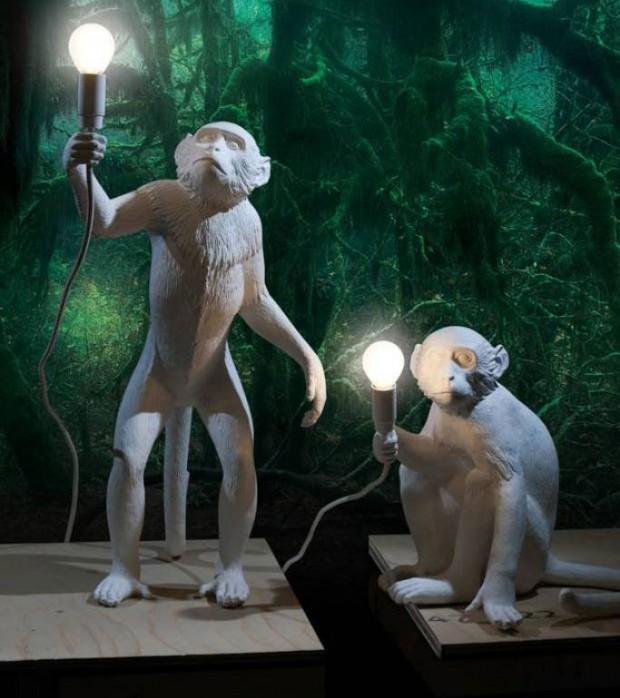 """Opičky. Při pohledu na věrné skulptury opičích svítidel od Seletti nebo """"animovanější"""" formu stolku od Jamieho Hayona pro BD Barcelona se nedá ubránit úsměvu. (foto: BD Barcelona)"""