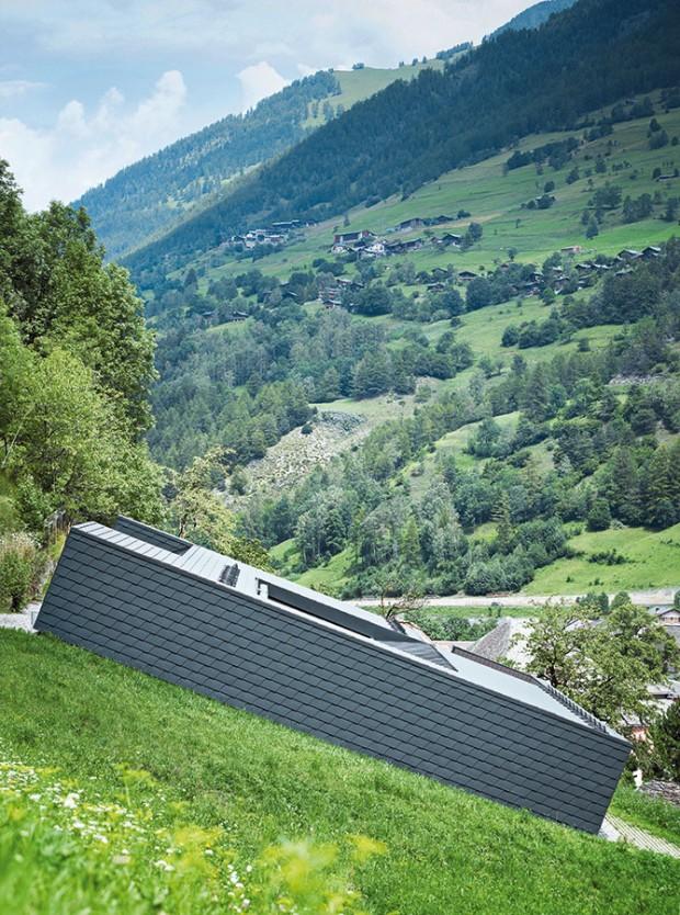 Architekti hledali pro svůj dům tvar, který ladí spíše s prostředím než s okolní výstavbou. FOTO PREFA ALUMINIUMPRODUKTE
