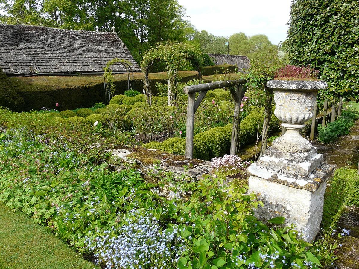 Ačkoliv v České republice panují zcela jiné klimatické podmínky, můžete se anglickými zahradami inspirovat i při úpravě vlastního pozemku. FOTO: LUCIE PEUKERTOVÁ