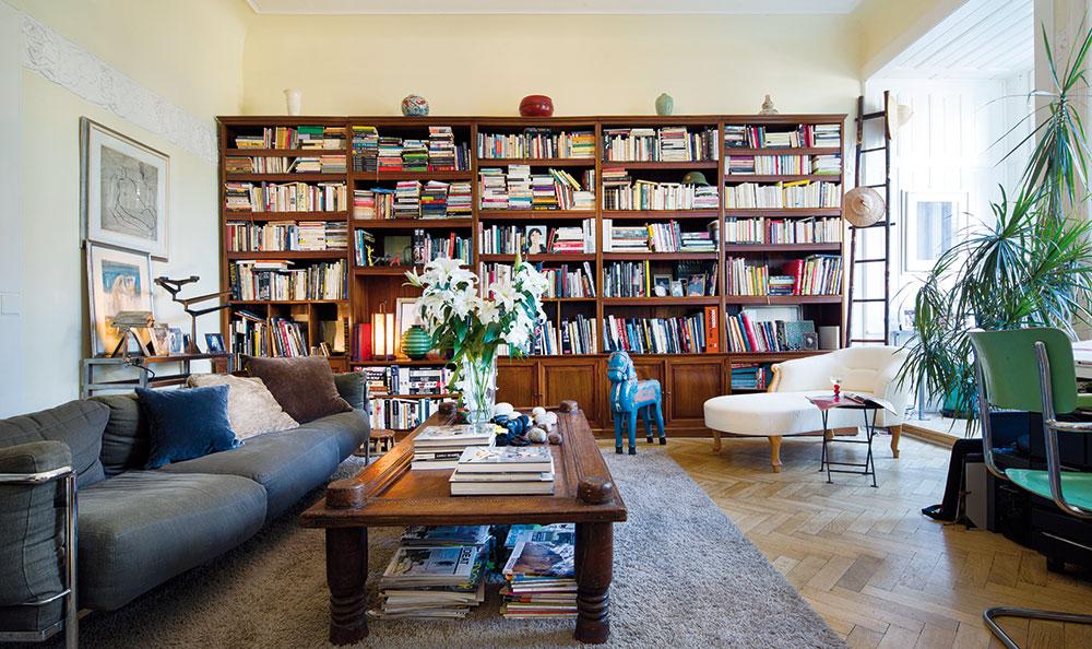 Byt v centru Prahy odráží sběratelské vášně svých majitelů