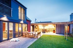 Vzadní části zahradního domku nechybí sauna.