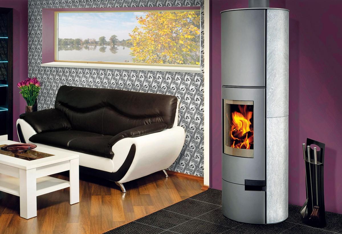 Krbová akumulační kamna Lugo 02 Akum, vhodná ipro nízkoenergetické domy, mohou na zadní straně avprostoru nad spalovací komorou doplnit speciální akumulační tvarovky.