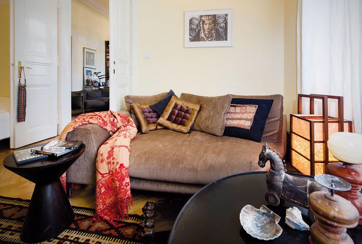 Menší pokoj přístupný zobývacího pokoje slouží ke sledování televize, protože tu manželé zobývacího pokoje vytěsnili. Občasně je využíván ipro přespávání návštěv. FOTO JAROSLAV KVÍZ