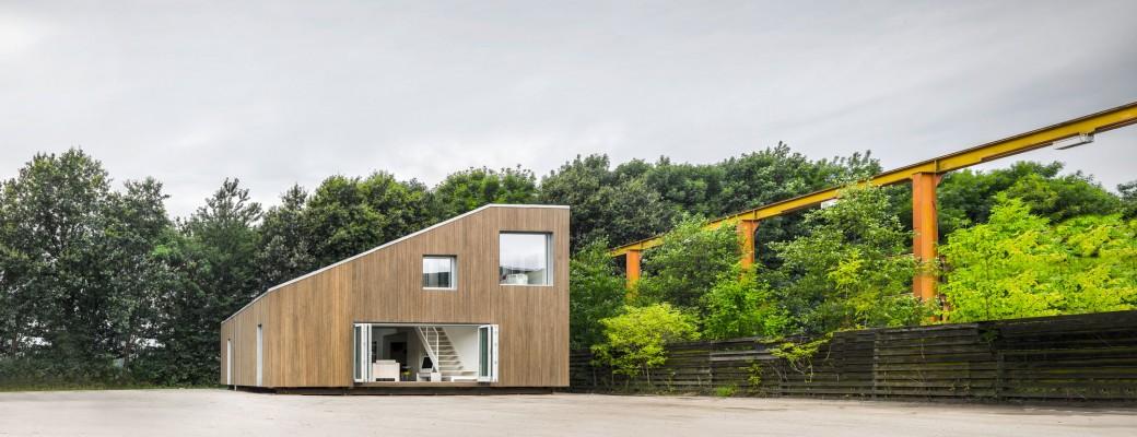 Věřili byste, že tento dům postavili ze starých kontejnerů?