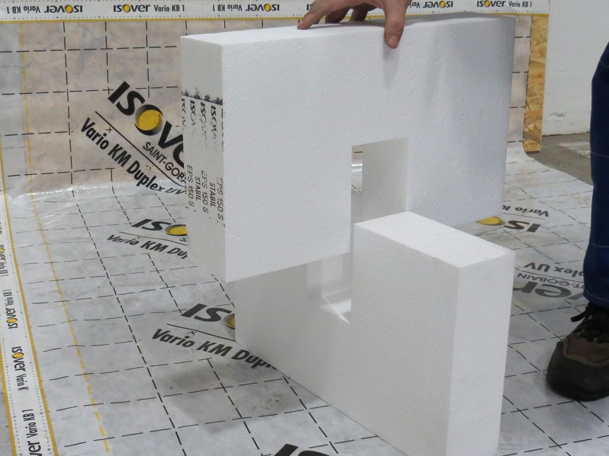 2. Nosné kříže z EPS 100 x 500 x výška dle volby 200 - 300 mm zajišťují snadné rychlé sesazení. EPS spoje možné pro lepší manipulaci slepit PUR lepidlem např. Den Braven Kleber Wood
