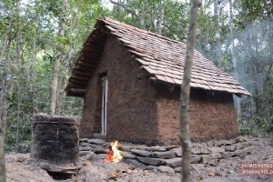 Za 102 dní si zadarmo a vlastnoručně postavil malý domek!