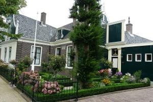 S formálními předzahrádkami se setkáváme především v zahraničí, tato se nachází v holandském Zaandamu