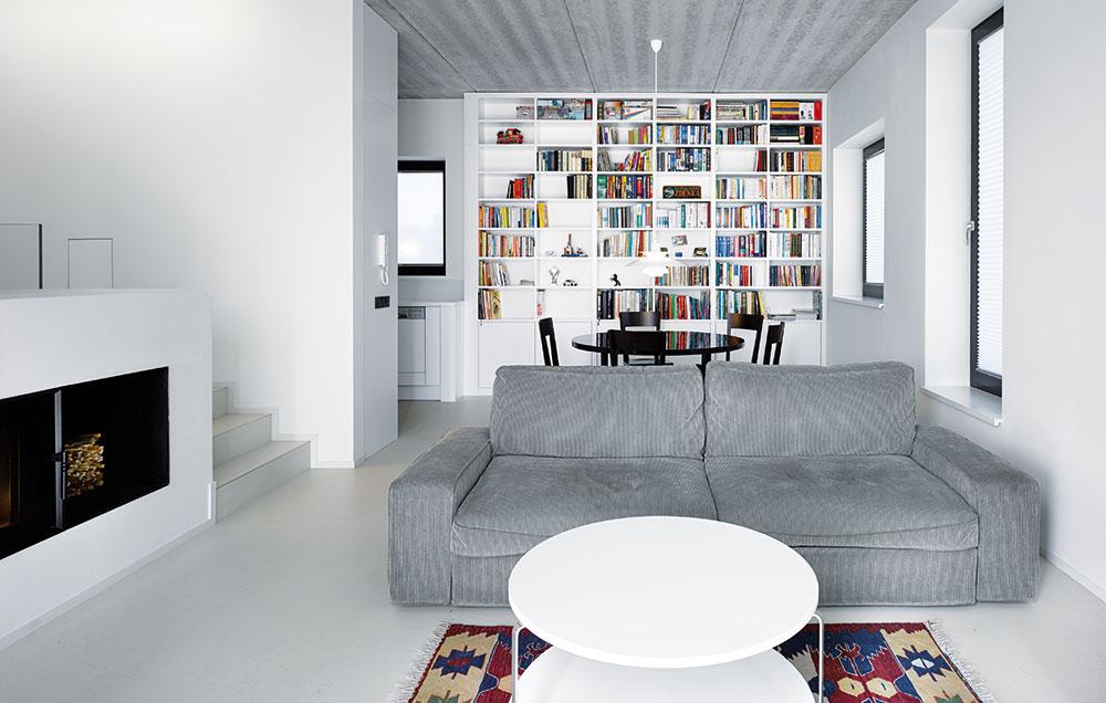 Hlavním motivem stavby rodinného domu v Bašti se stala garáž