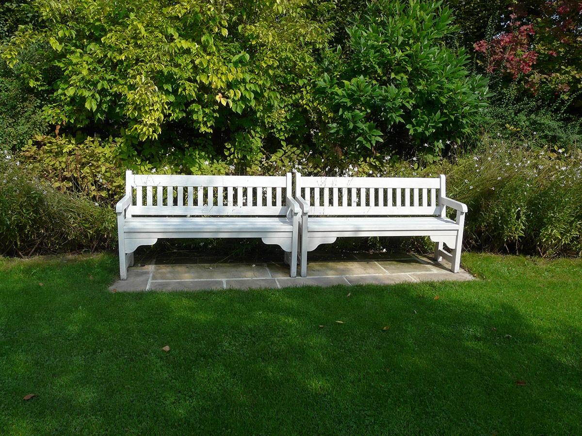 Při umístění posezení v zahradě je důležitý především aspekt krytých zad. FOTO LUCIE PEUKERTOVÁ