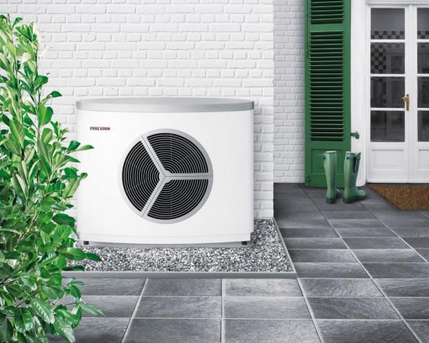 Invertorové tepelné čerpadlo vzduch-voda WPL 15 AS/ WPL 25 Ake kompaktní venkovní instalaci, která minimalizuje potřebu místa vdomě aje díky maximálně tichému provozu vhodná ido hustější zástavby.
