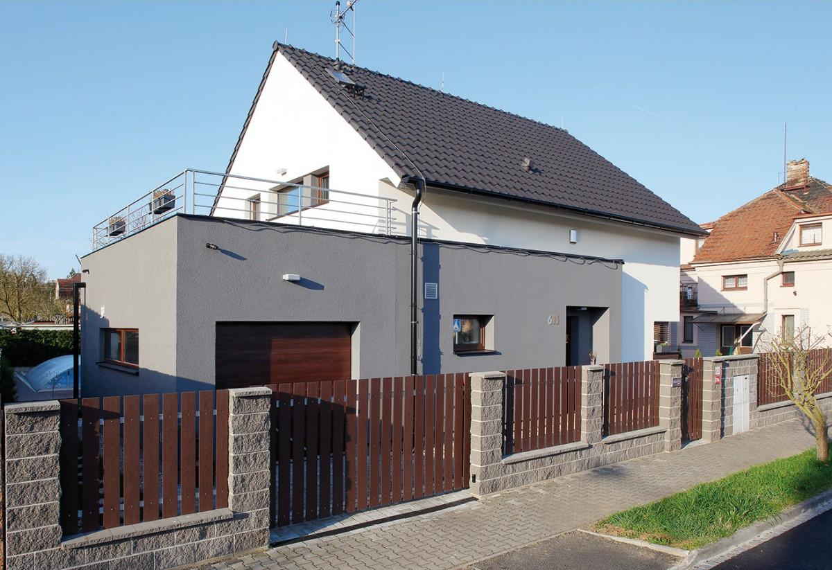Jediný limit, který se pojil s výstavbou tohoto domu, byla nízká zastavitelnost, neboť dům vybudovali na pozemku v již zastavěné oblasti.