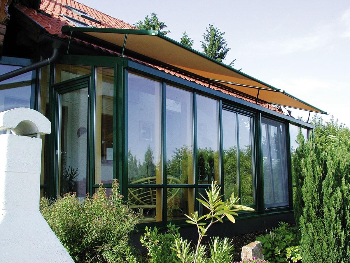 Kotvicí prvky stínění by se měly řešit už během projektování zimní zahrady. Například markýzy mají svá omezení ve formě minimálních amaximálních rozměrů akotví se právě na rám konstrukce. FOTO K-SYSTEM