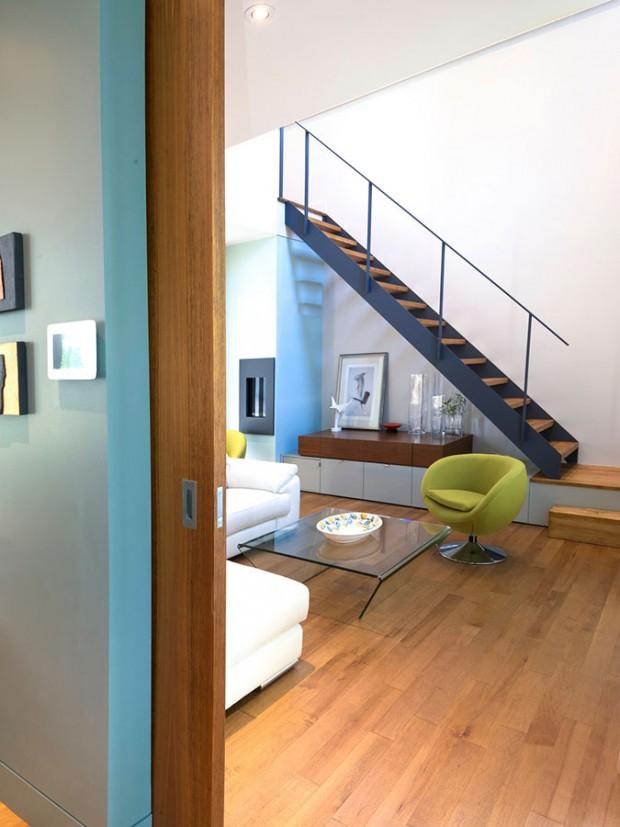 V přízemí řešila Anik všechny předěly místností posuvnými dveřmi z bytelného masivu. Jsou praktické, dobře se s nimi manipuluje a nezabírají místo. FOTO ALBERTO BISCARO