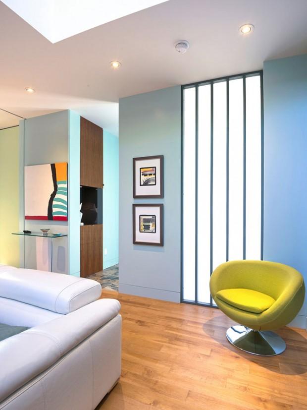 Tlumená barevnost. Základem interiéru se stala bílá a dřevo. Architektka ho doplnila převážně příjemnými, tlumenými odstíny. FOTO ALBERTO BISCARO