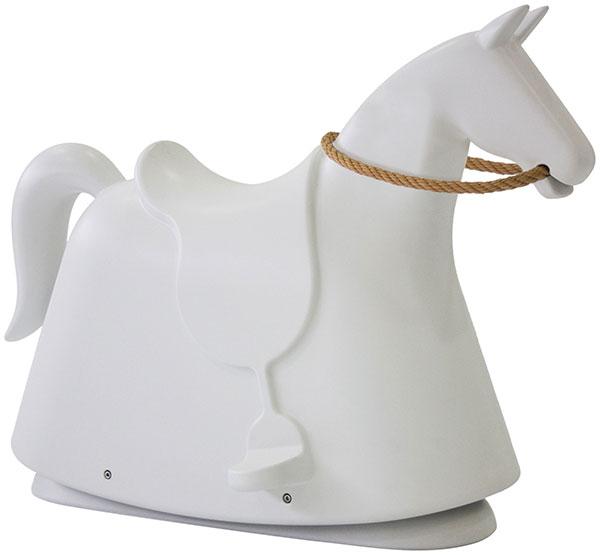 Designový houpací kůň Rocky z polyethylenu, Magis, prodává Designpropaganda.com, 18 634 Kč