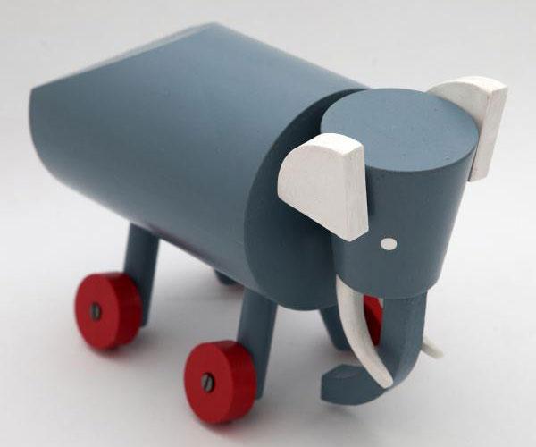 Ručně vyráběná a malovaná hračka Slon, Ladislav Sutnar (1920), prodává Modernista, 1090 Kč